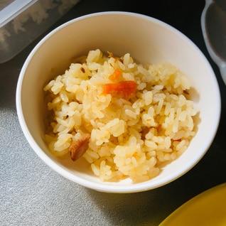 めんつゆで鶏肉と人参の炊き込みご飯