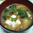 ほうれん草と豆腐となめこの味噌汁☆