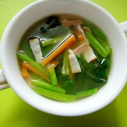 ほうれん草とベーコンにんじんのコンソメスープ