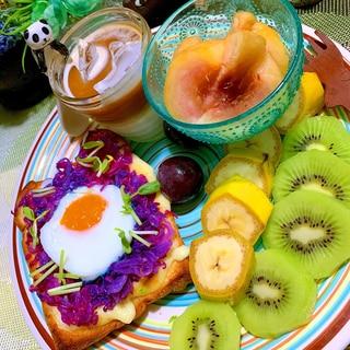 ハロウィン♪色化け紫キャベツのマヨ卵チーズトースト