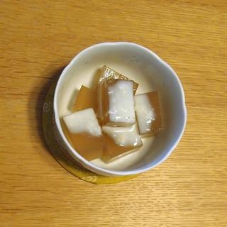 抹茶ミルクゼリー風?緑茶寒天のスキムミルク練乳掛け