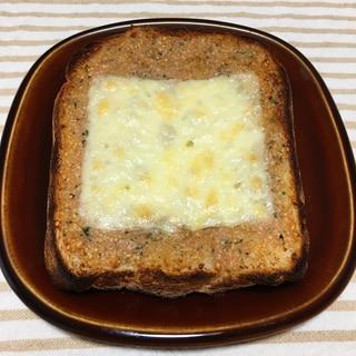 カロリーたっぷり♪明太バターチーズトースト