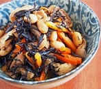 栄養満点。大豆とヒジキの煮物