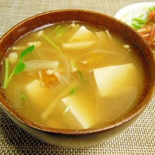 北海道産ワタ付き南瓜と丸ごと玉ねぎと豆腐のみそ汁♪