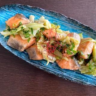 調味料2つで激ウマ‼鮭とキャベツのオイマヨ炒め
