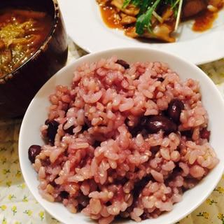 土鍋で炊きます!玄米の黒豆ご飯!