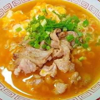 炒り卵と豚肉の辛ラーメン