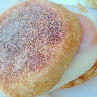 イングリッシュマフィンの目玉焼きサンド