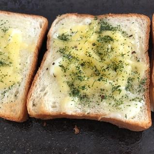 パセリと新玉ねぎのチーズトースト