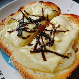 塩昆布オニオンチーズトースト