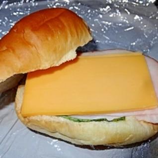 チェダーチーズとクリームチーズのサンド