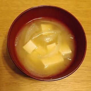 木綿豆腐と玉ねぎのお味噌汁