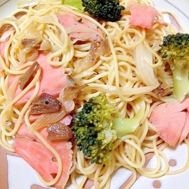 シンプルな美味しさ☆スモークサーモンのパスタ