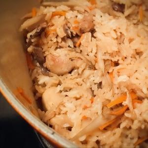 お鍋で炊く ☆ 鶏ごぼうの炊き込みご飯