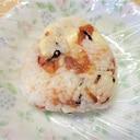 蜂蜜梅・チーズ・塩昆布・胡麻のおにぎり