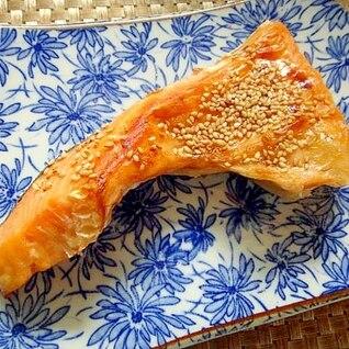 鮭カマのみりんごま焼き