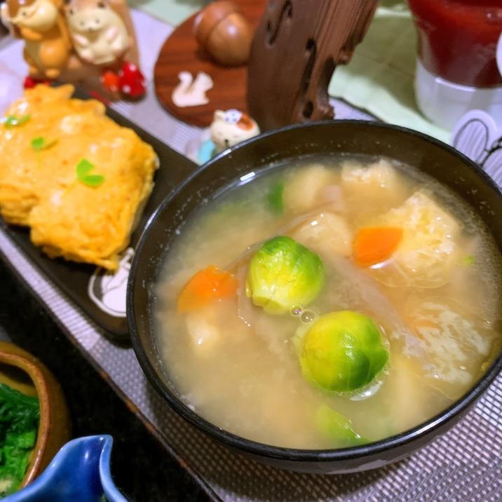 芽キャベツのバター味噌汁