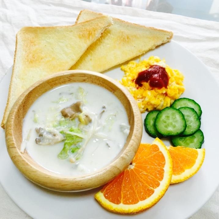 白菜ミルクスープとスクランブルエッグ朝ごはん♡