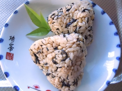 カルシウム豊富なひじきとチーズのおむすび(静岡産)