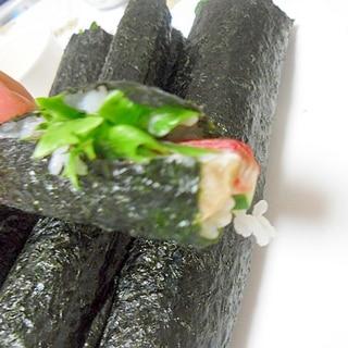 カニカマのサラダ巻き 巻き寿司 幼児食