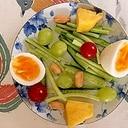 胡瓜、パイン、ゆで卵のサラダ