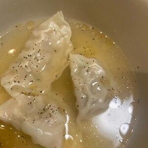 スープで食べる水餃子