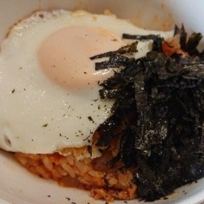 白菜キムチだけで目玉焼きと焼き海苔をトッピングしました。ご馳走様です。