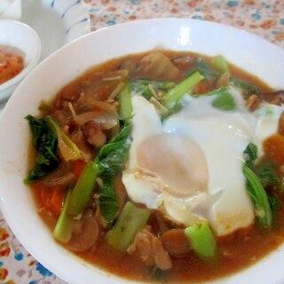 卵と小松菜、きのこの納豆チゲスープ