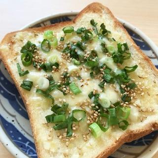 ネギにんにくマヨのチーズトースト