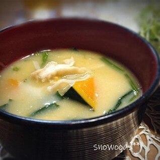 南瓜・玉ねぎ・榎・油揚げ・・ホウレン草・のお味噌汁