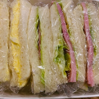 たまごとレタスハムのサンドイッチ