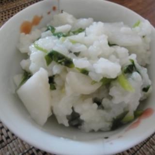 土鍋で作る七草粥 こんぶ茶風味