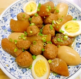 味が染みて美味しい☆茹で卵+鶏団子+大根の甘辛煮☆