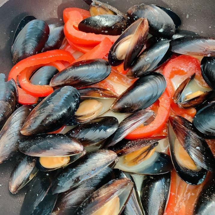 ムール貝とパプリカの酒蒸し