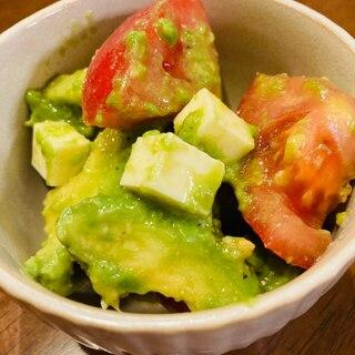 トマトとアボカドとプロセスチーズのサラダ