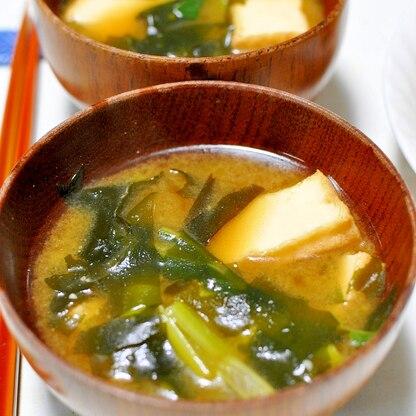厚揚げと小松菜とわかめのみそ汁