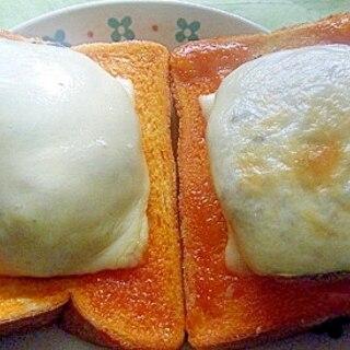 チーズ&ハンバーグのせトースト★