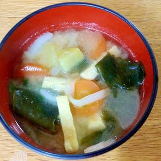 根菜とワカメと油揚げのお味噌汁♪