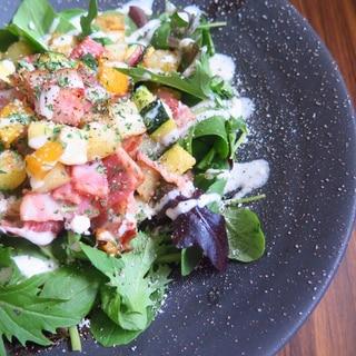 ベーコンとコロコロ夏野菜のシーザーサラダ