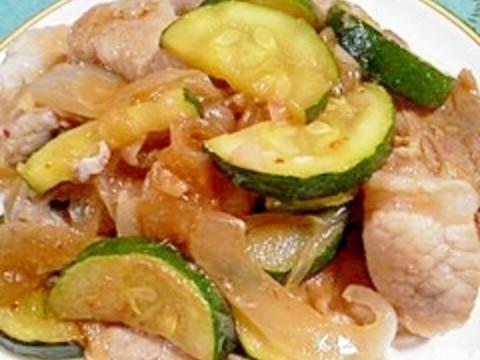 豚バラ肉とズッキーニの炒め物
