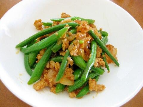 簡単美味しい♪鶏挽肉とさやいんげんのケチャップ炒め