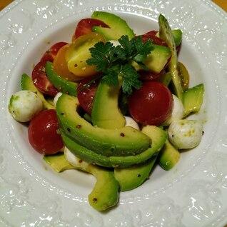 アボカドトマトモッツァレラチーズのサラダ