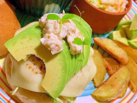 アボカドと鶏ささ身つくねの甘酢生姜タルタルバーガー