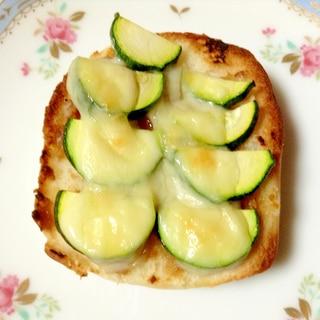 ズッキーニと醤油麹のトースト