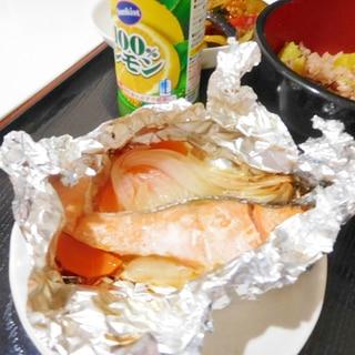 魚焼きグリルで焼く鮭のホイル焼き