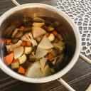 茅乃舎だしで☆舞茸と野菜の和風スープ
