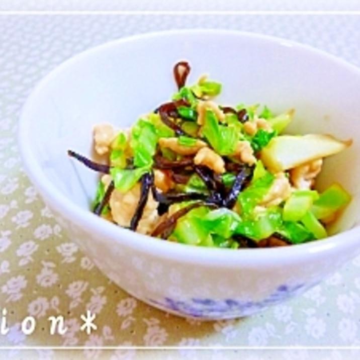 ごま油がポイント☆キャベツと鶏ひき肉の塩こんぶ炒め