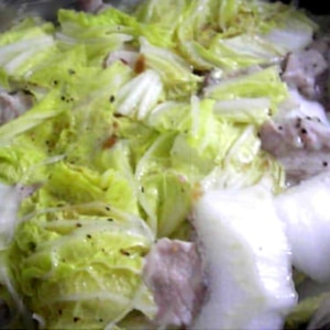 しゃぶしゃぶ用豚肉と白菜の簡単蒸し鍋