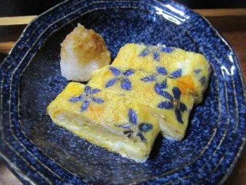 青い花模様の卵焼き