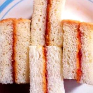 ピーナッツバターといちごジャムサンド